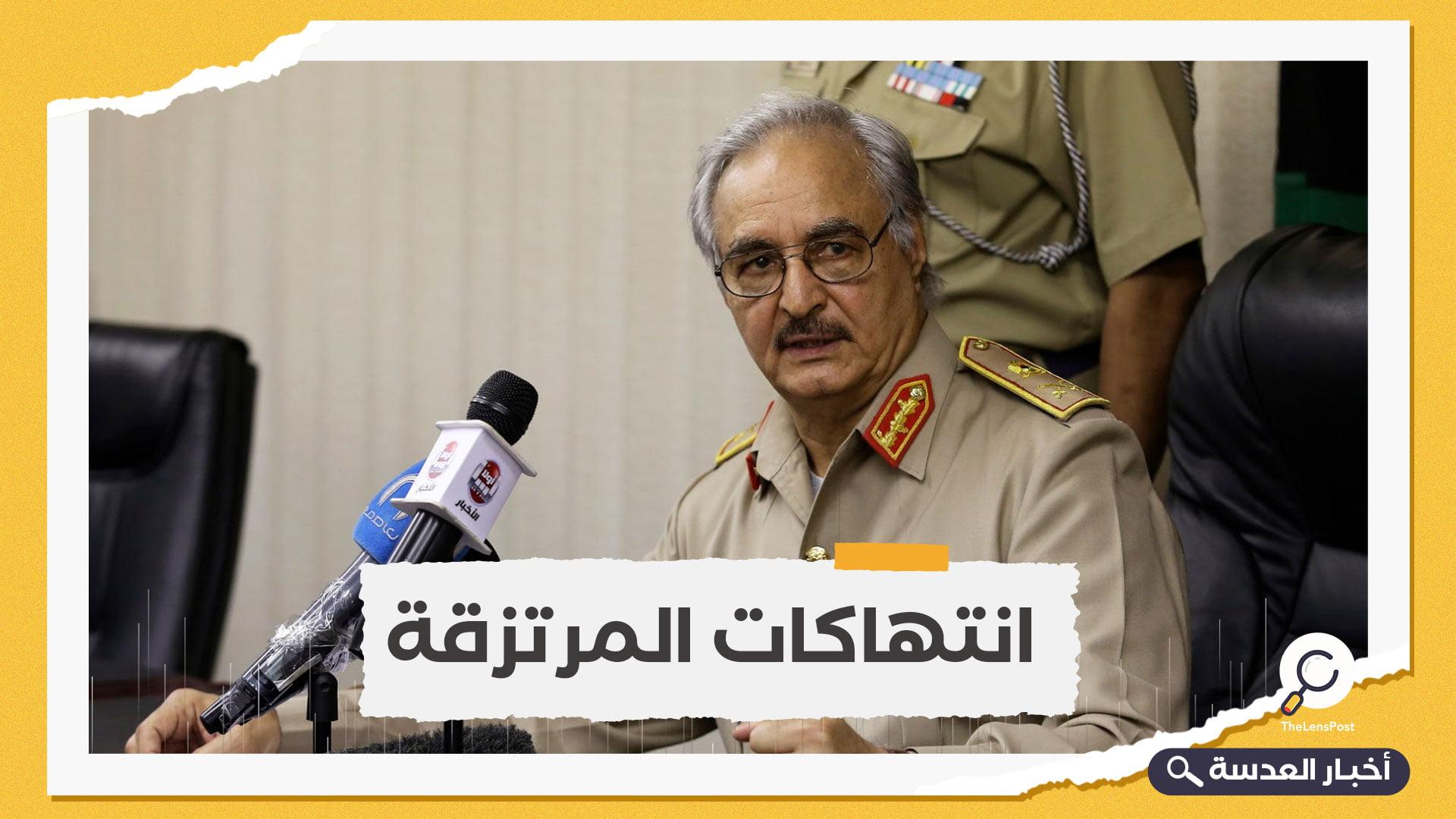 انتقاما لذويهم.. ليبيون غاضبون يقتحمون مقرا عسكريا للانقلابي خليفة حفتر