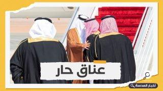 تحول مثير.. ولي العهد السعودي يستقبل أمير قطر بالأحضان في مطار العلا