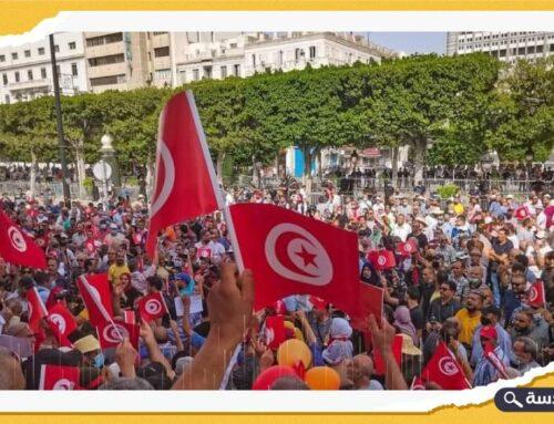 """مظاهرات في تونس رفضا لاستمرار خرق الرئيس """"قيس سعيد"""" للدستور"""