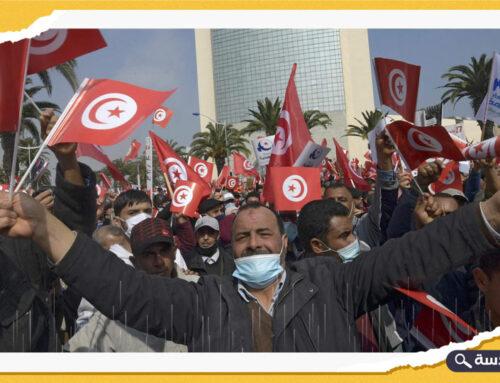 """آلاف التونسيين يرفعون شعار """"لا للانقلاب"""" في شوارع العاصمة"""